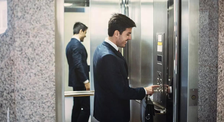 В Минздраве советуют россиянам избегать лифтов из-за коронавируса
