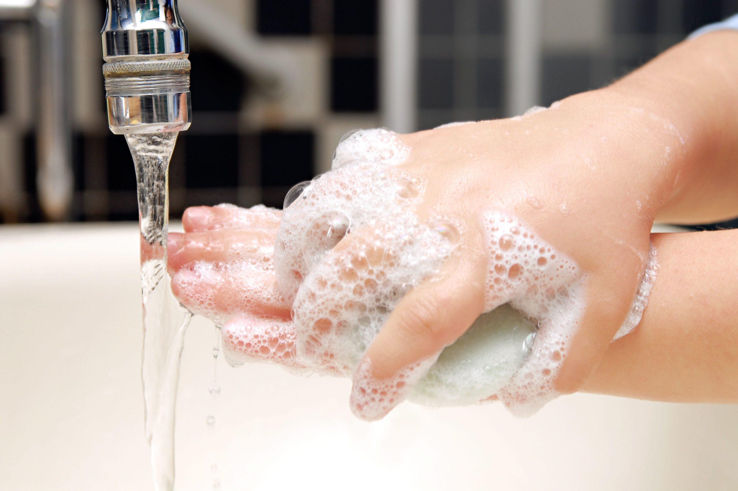 Что эффективнее: мыло или антибактериальный гель?