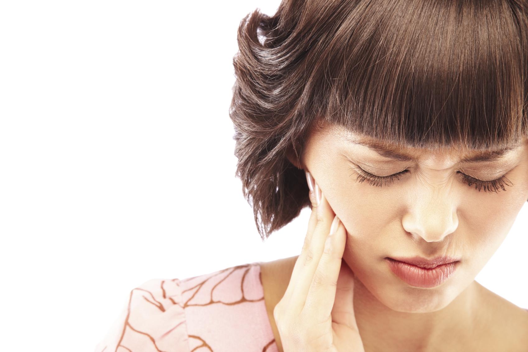 Как быстро успокоить зубную боль в домашних условиях?