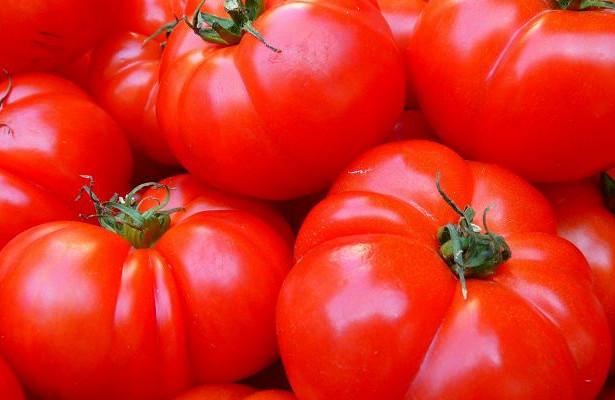 Изжога вместо пользы: кому не следует есть помидоры