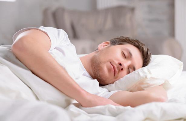 Как правильно спать после 50 лет