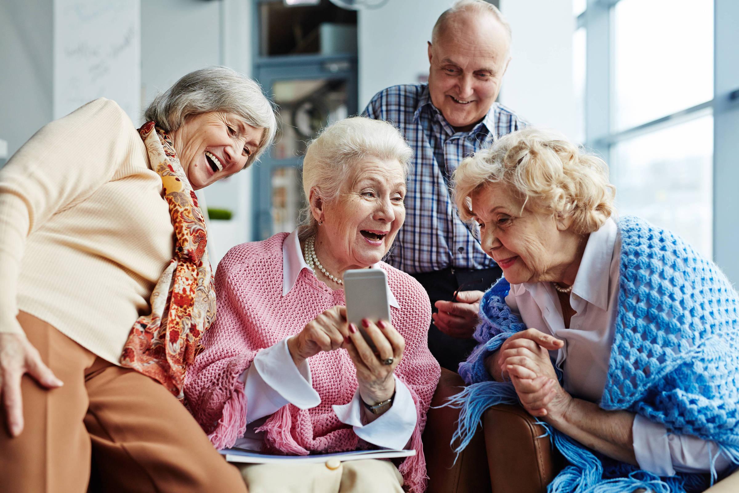 Ученые назвали простой способ сохранить ум в старости