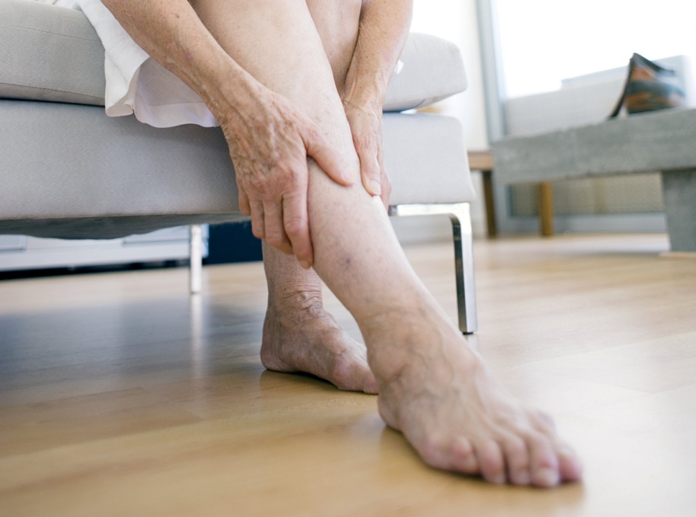 Слабость в ногах: симптом стресса или серьезной болезни