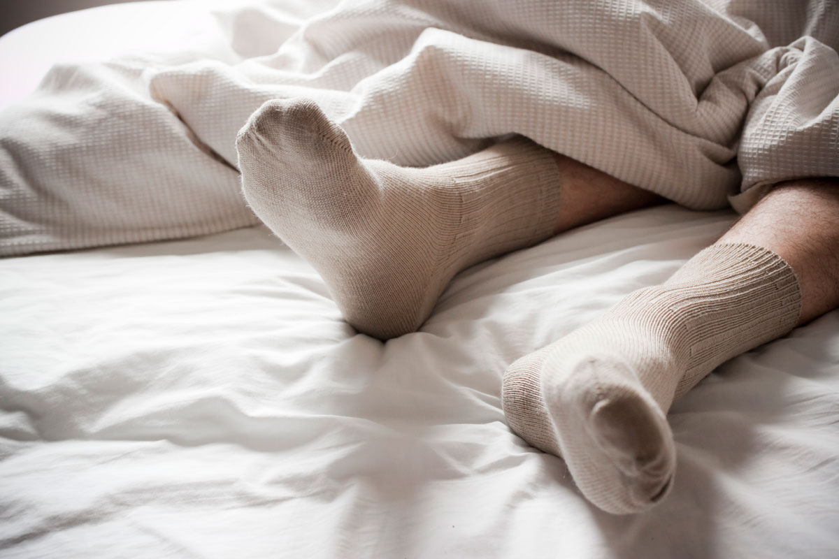 Почему нельзя спать в носках?