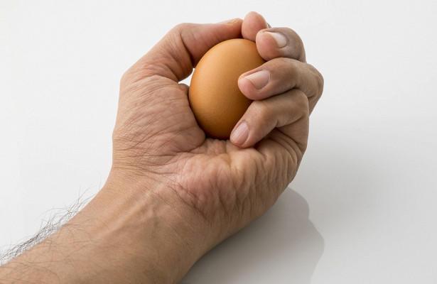 А вы знали, что нельзя раздавить яйцо одной рукой?