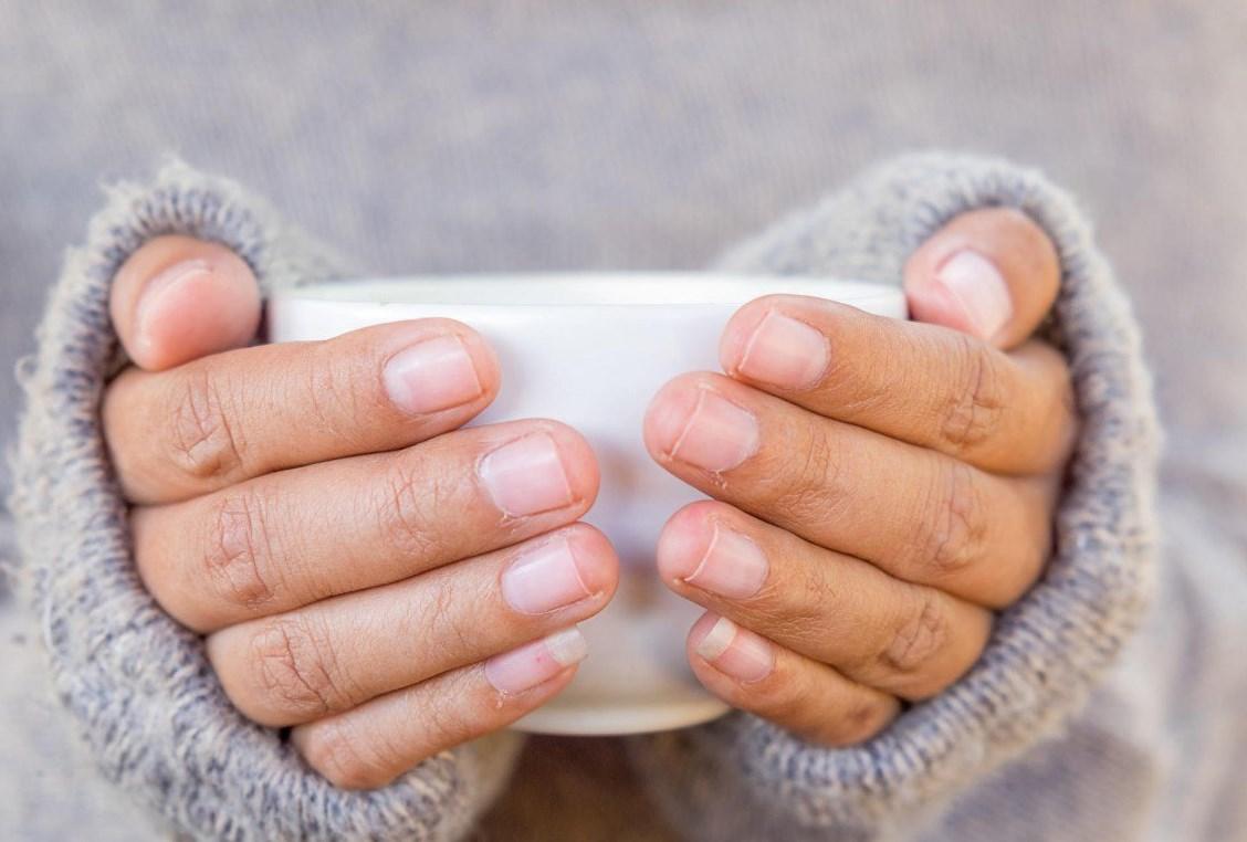 9 причин, почему у вас мерзнут руки