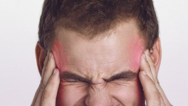 Невролог рассказал, почему нельзя игнорировать мигрень