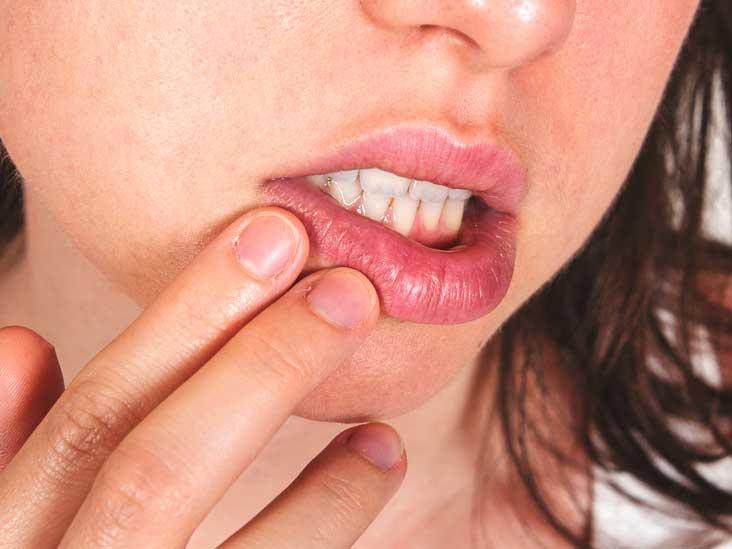 О каких болезнях расскажут губы
