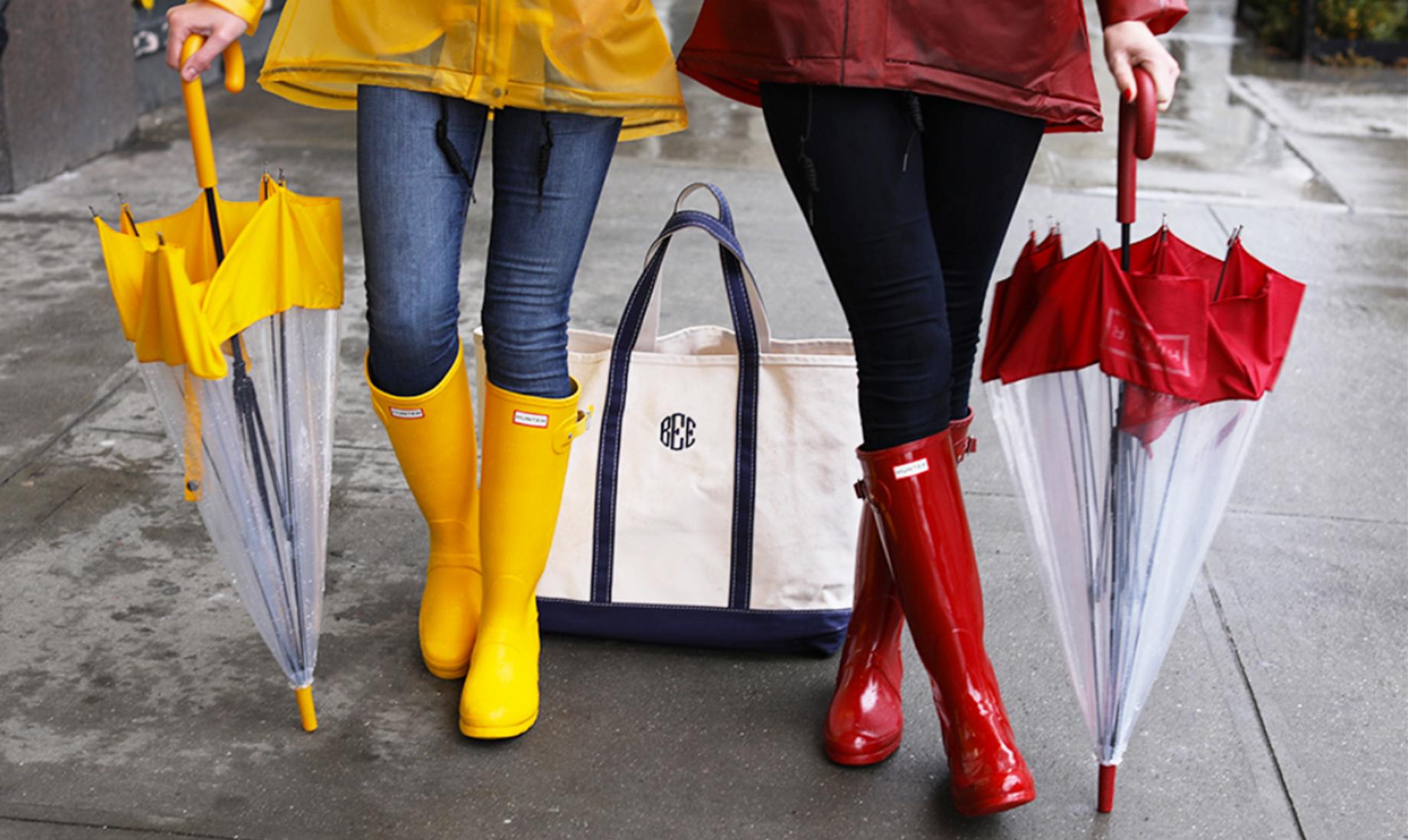Чем опасны дождевики и резиновые сапоги?