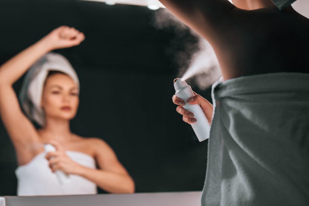 Как избавиться от неприятного запаха подмышек без дезодорантов