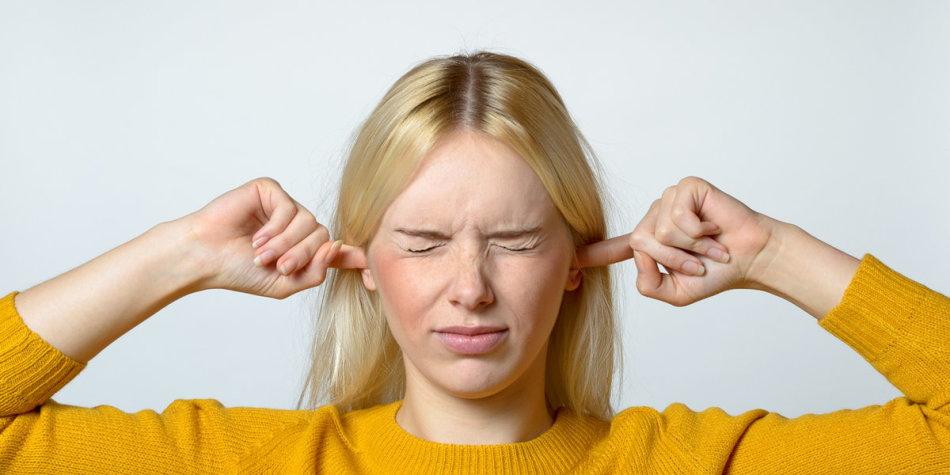 Почему возникает шум в голове?